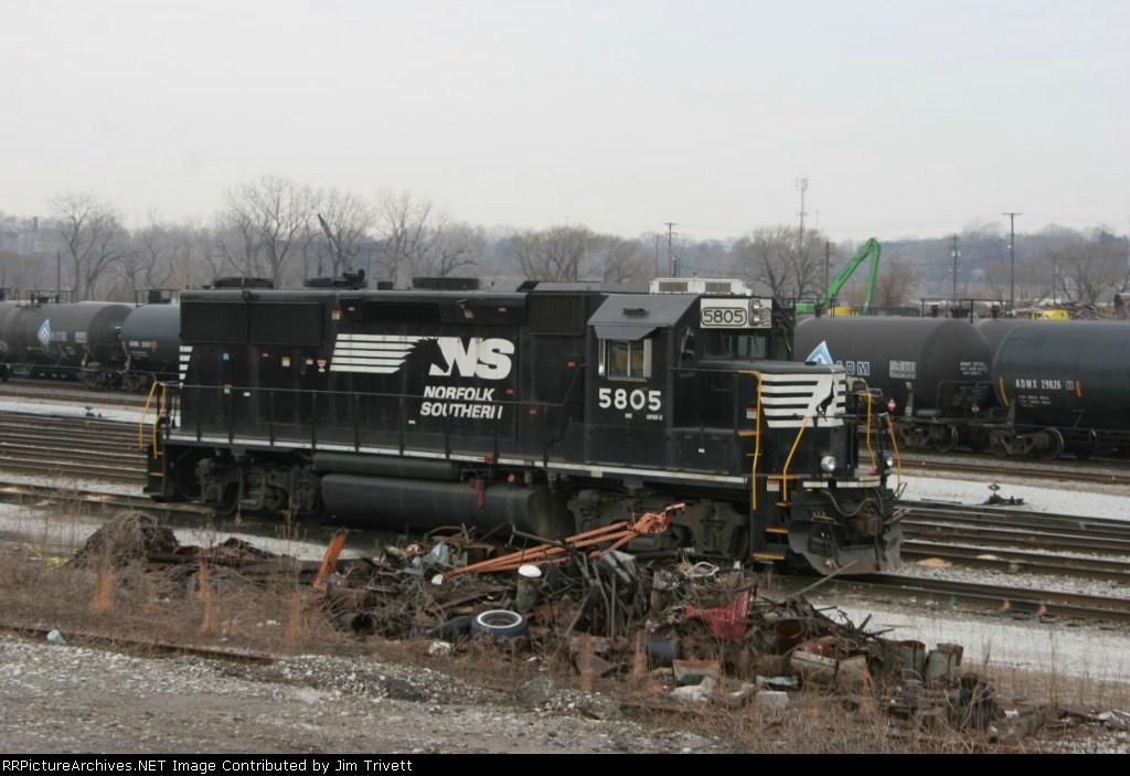 NS 5805 at Campbell Street yard