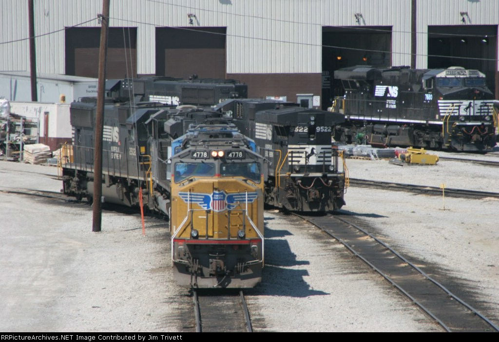 UP 4778 and other power at the Bellevue engine terminal