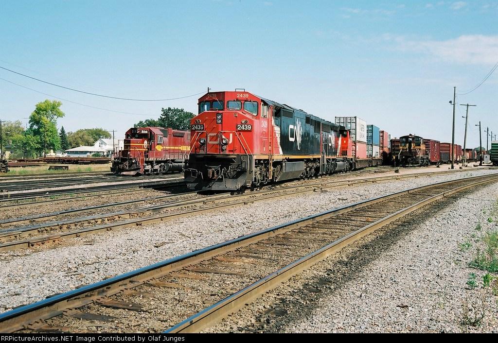 CN 2439