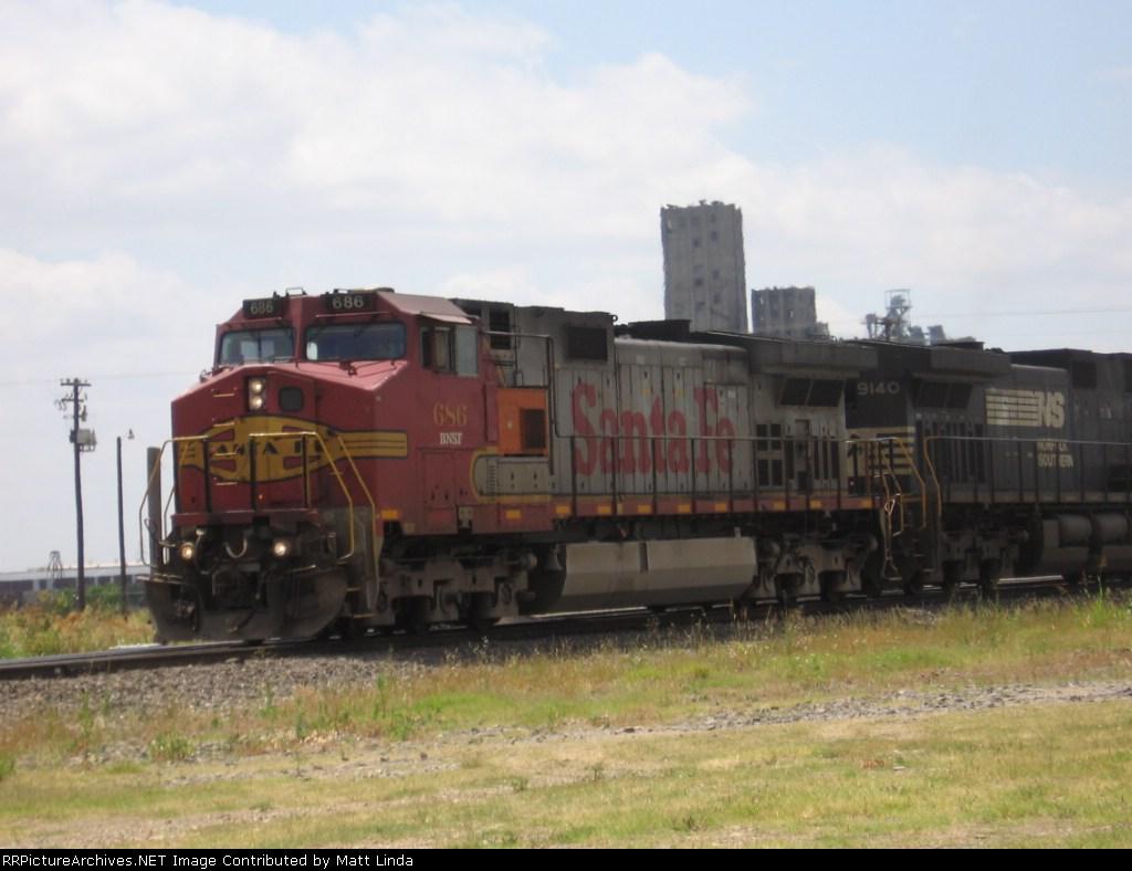 BNSF 686