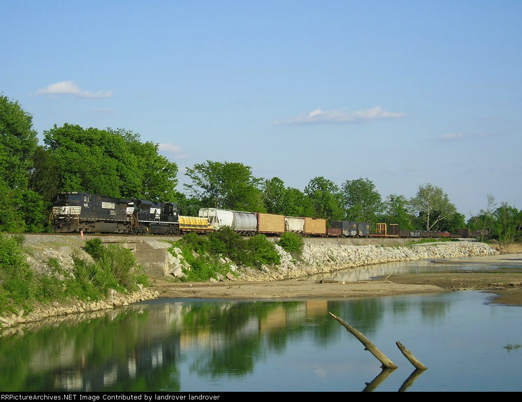 NS 9065 On NS 174 Westbound