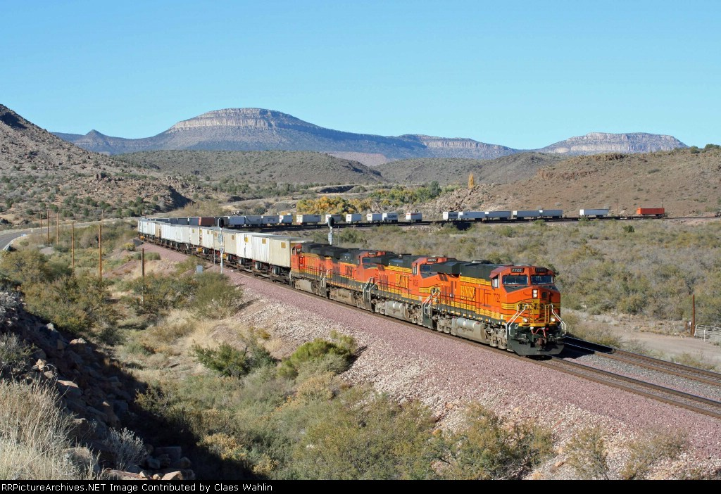 BNSF 7722 and 4635 on a westbound TOFC