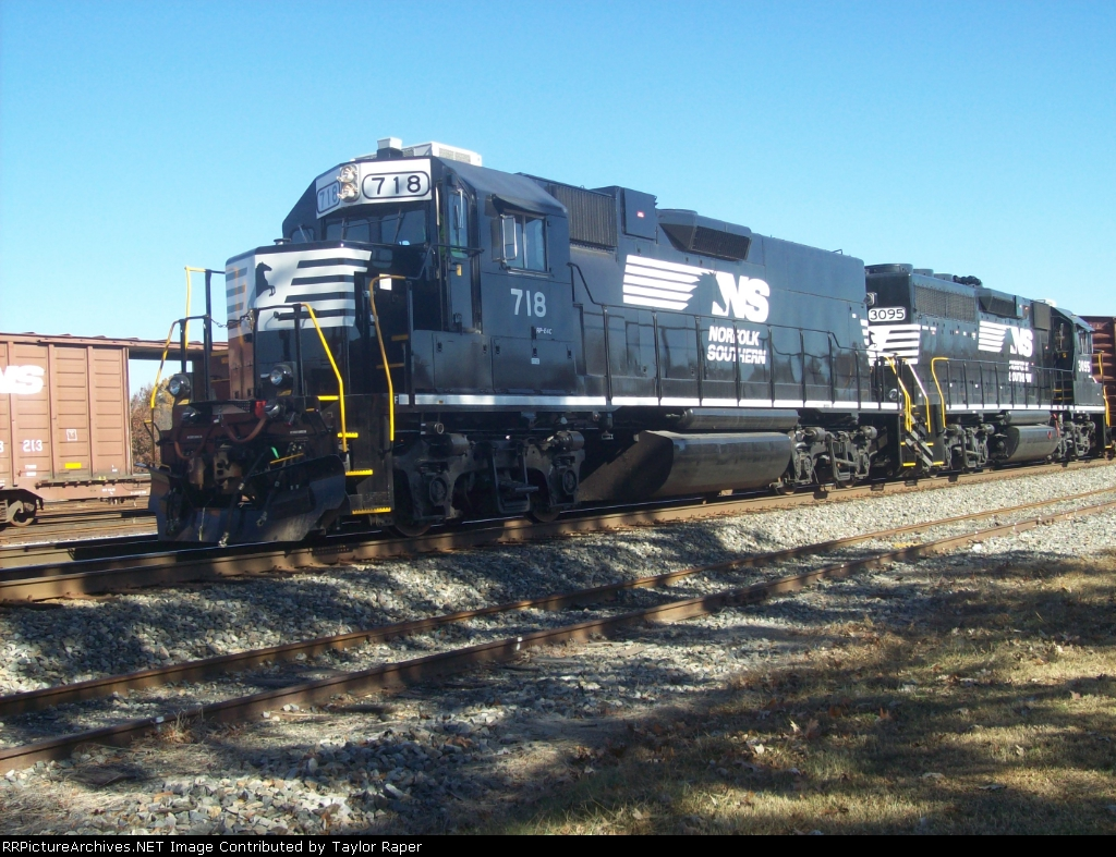 NS 718 past Spencer Yard