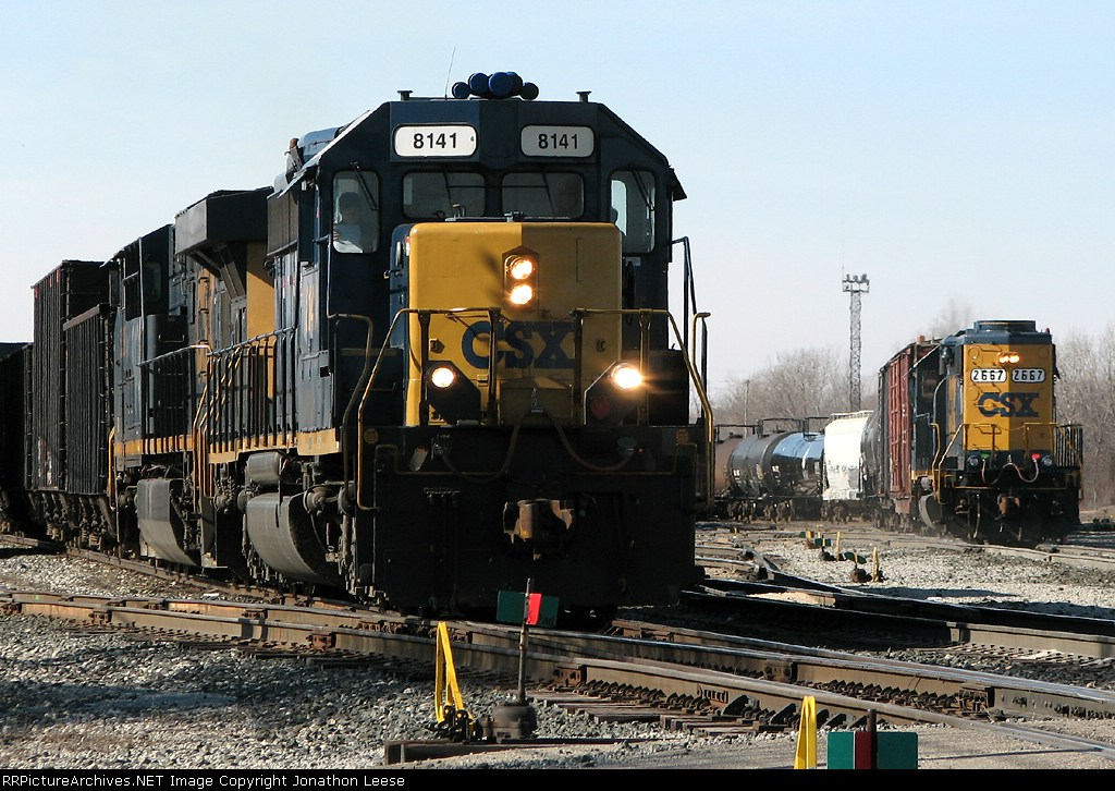 K356 pulls out while 2667 works the yard