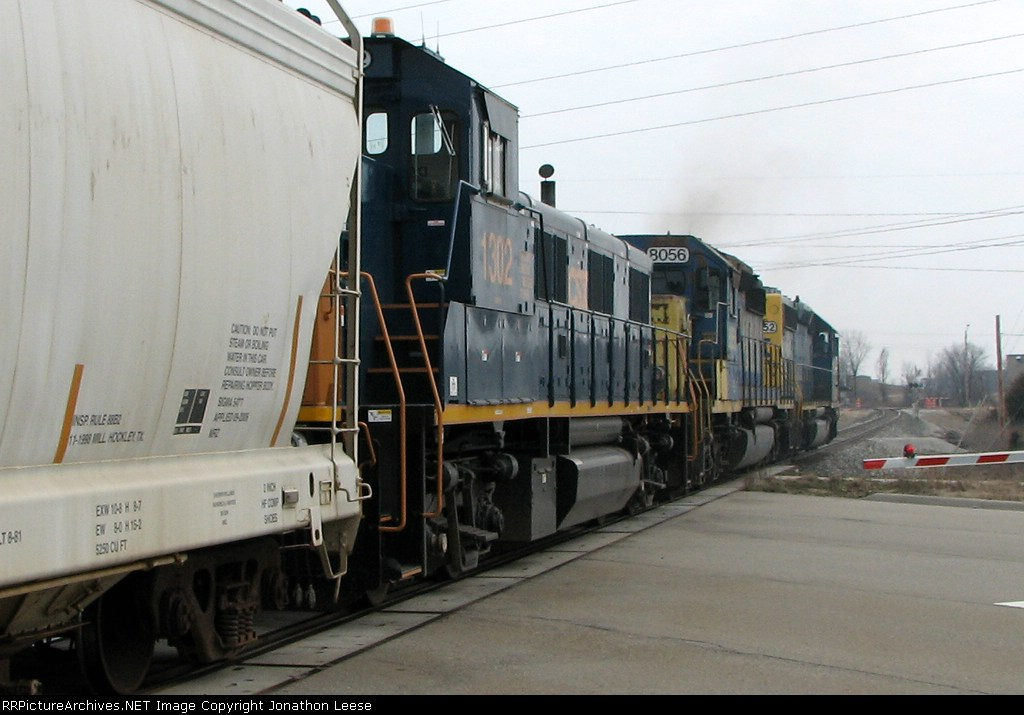 CSX 1302 heads east on L326