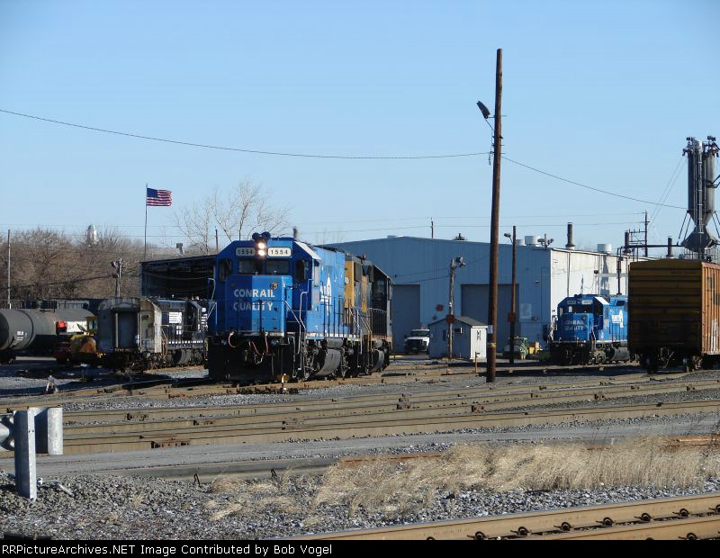 CSX 1554 and 8817