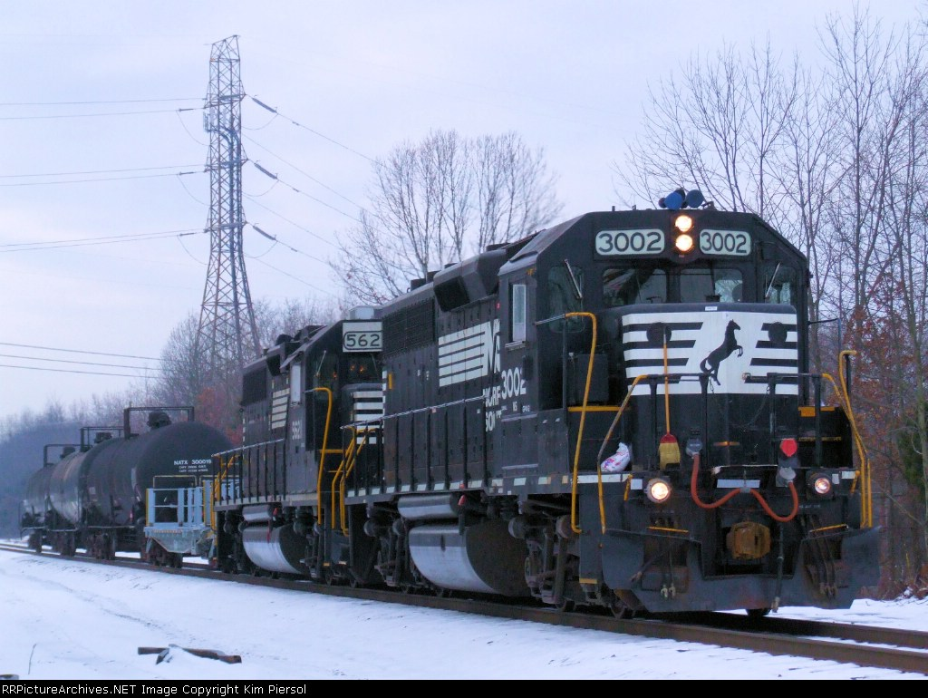 NS 3002 on CSX Trenton Line C761