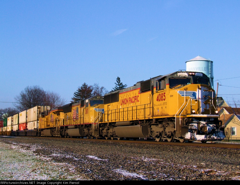 UP 4085, 3871 & 7708 on NS 214