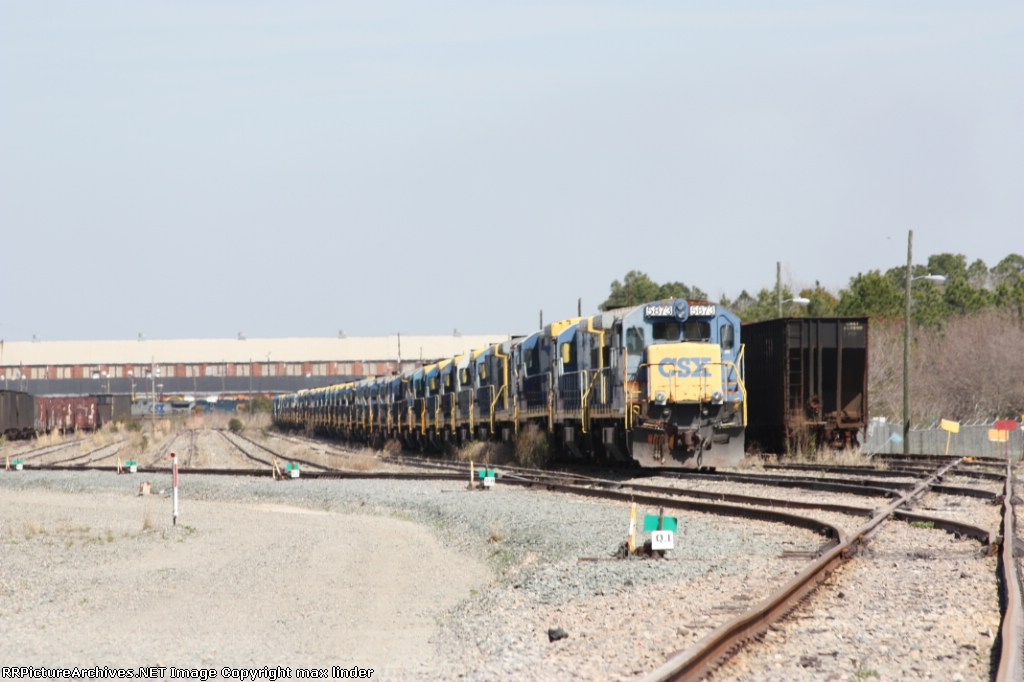 CSX 5873 leading a long deadline of 4 and 6 axle ge's