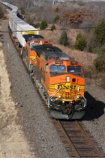 BNSF 4163 and a southbound Z-Train about to pass under NE 50th St.