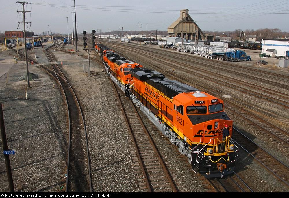 BNSF 6621 on CSX Q381-27 light power