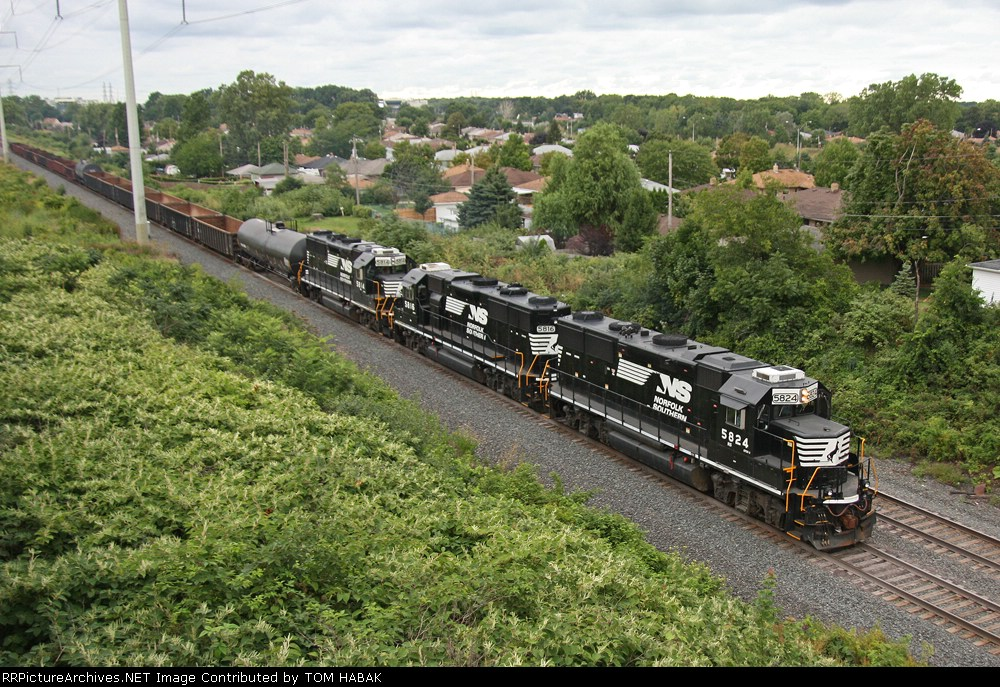 NS 5824 on CSX Z682-24