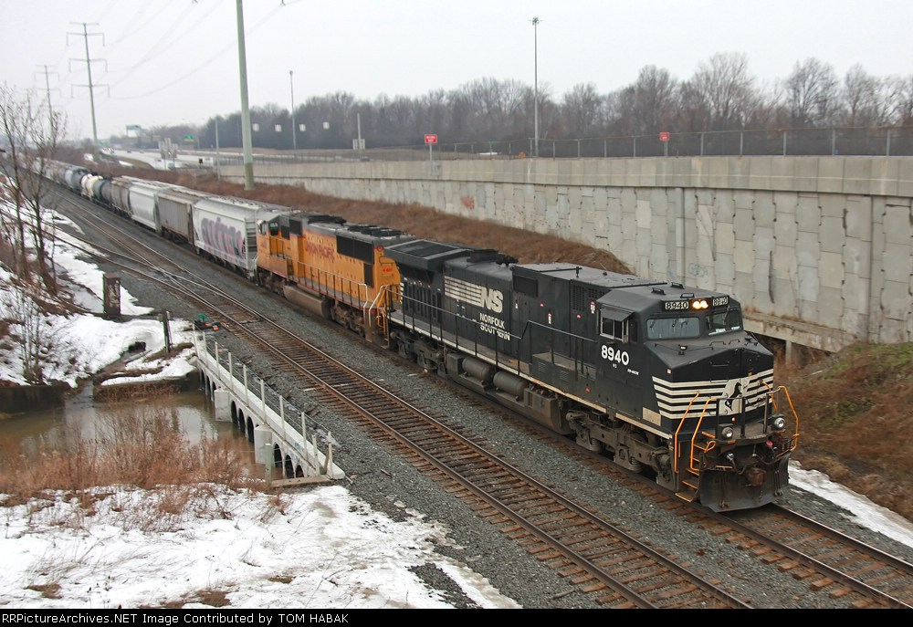 NS 8940 on CSX Q386-07