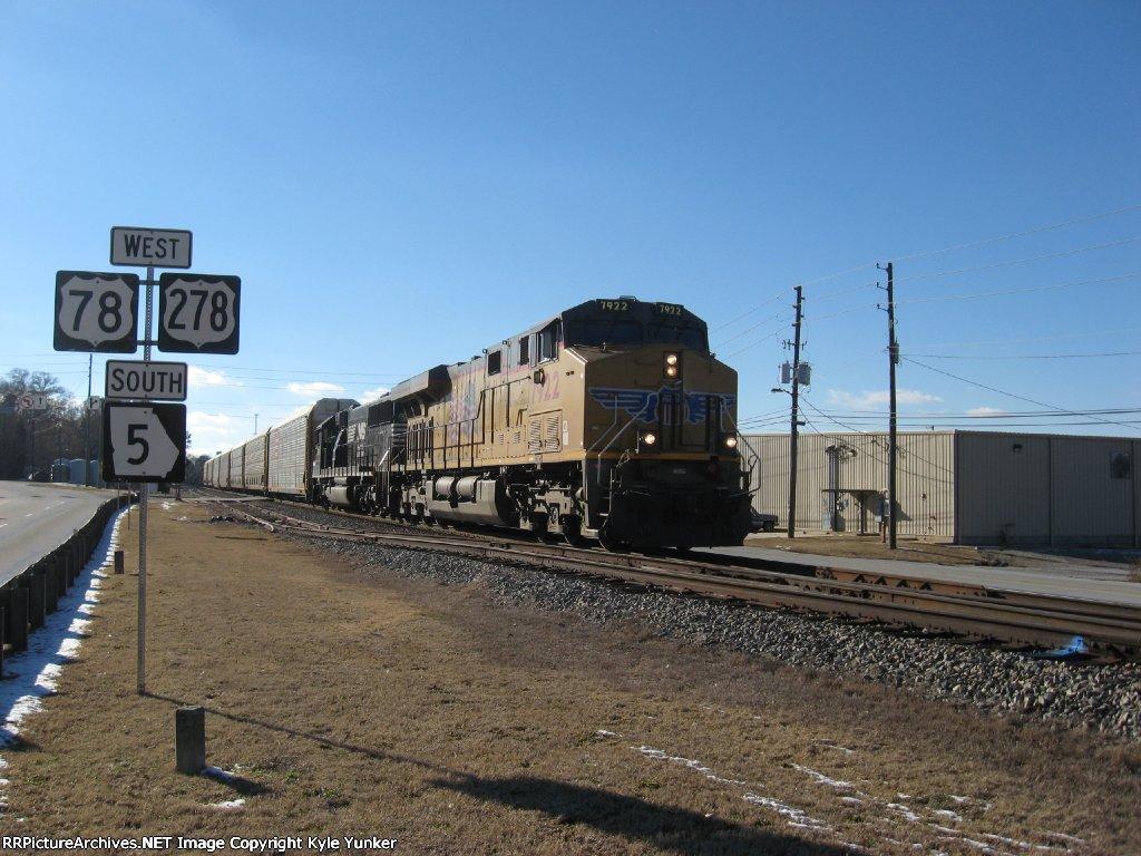 EB 7 car long autorack train