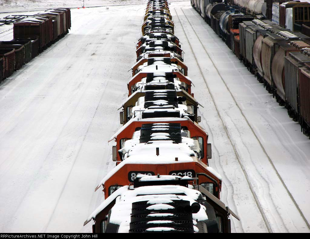 """090120029 New deadline of mostly SD40-2's at BNSF Northtown """"T"""" Yard"""
