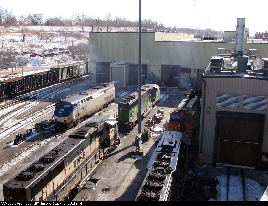 090204003 Ailing AMTK 114 at BNSF Northtown diesel shop