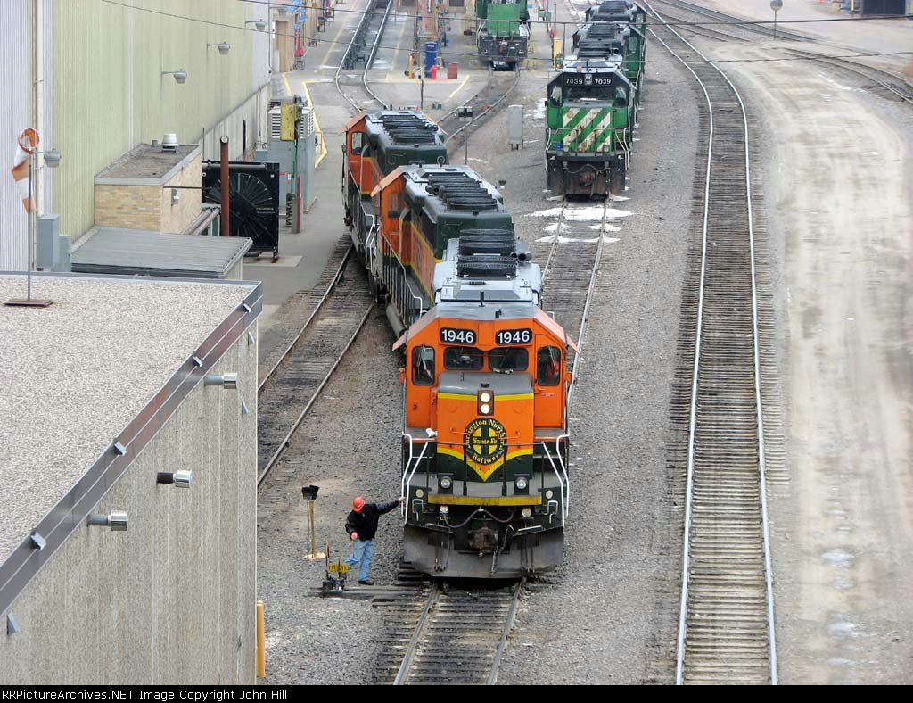 090213001 BNSF 1946 7131 and 6813 at Northtown diesel shop