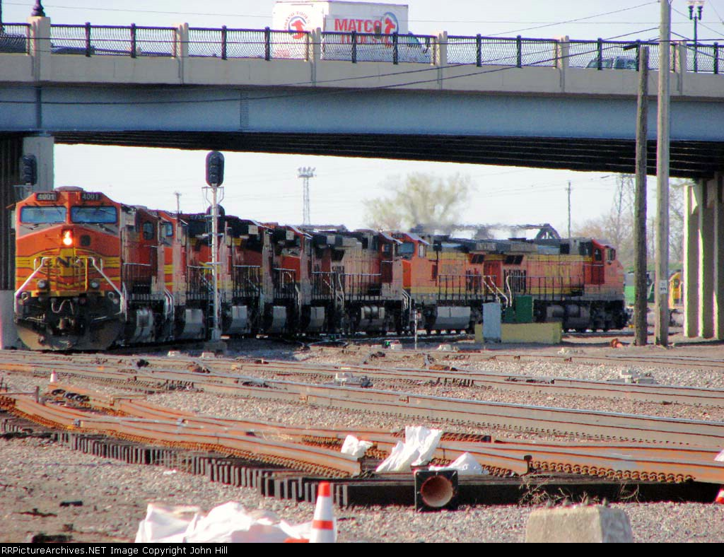 090428014 Lashup of 9 BNSF GEs roll north off Midway Sub. into on Northtown North Receiver