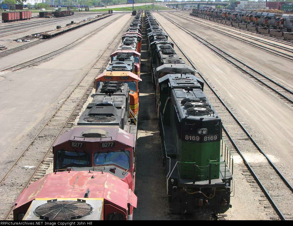 """090519012 Deadline of stored BNSF locos grows in the Northtown """"T"""" Yard"""