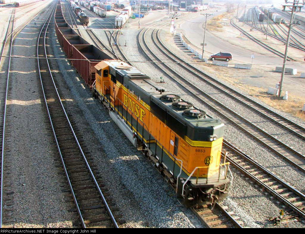 091121017 Eastbound BNSF all-rail taconite ore train passes Daytons Bluff Yard