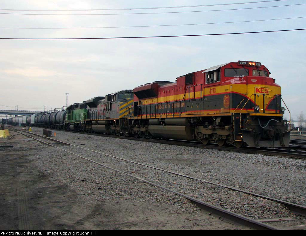 091123006 Westbound BNSF freight at Northtown CTC University with KCS units heads for the Wayzata Sub.