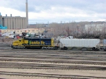"""090401021 Ex-ATSF """"Snoot"""" SD40-2, now BNSF #6805, works bowl pullout at Northtown Yard"""