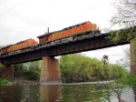 090510012 Eastbound BNSF freight H-KCKNTW1-09 crosses Crow River