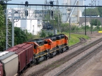090803008 Eastbound BNSF freight with rare all orange SD40-2 lashup passes St. Anthony Jct.