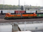 091014001 BNSF 1877 & TEBC6 BNSF 258 at Northtown Yard