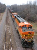 091119005 Eastbound BNSF freight holds in the siding