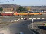 091121014 Eastbound BNSF all-rail taconite ore train passes Daytons Bluff Yard