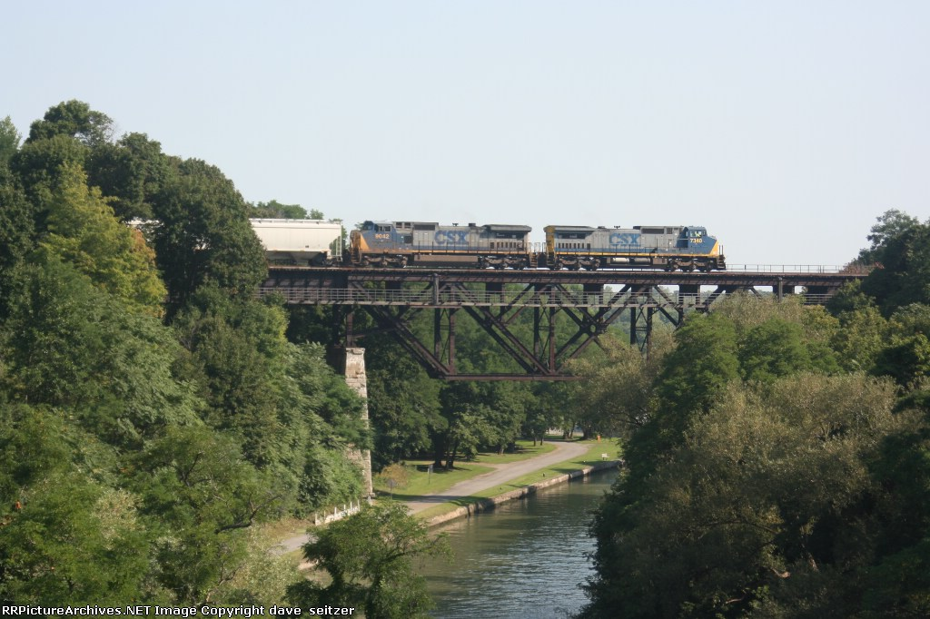 A pair of CSX C40-8's lead a Falls Road unit corn train over the Erie Barge Canal locks.