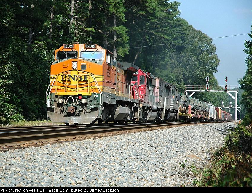 NS 153 BNSF 562
