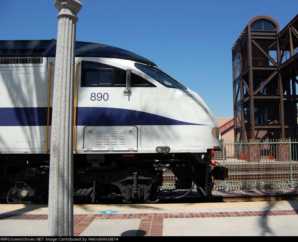 Side View of Metrolink 890