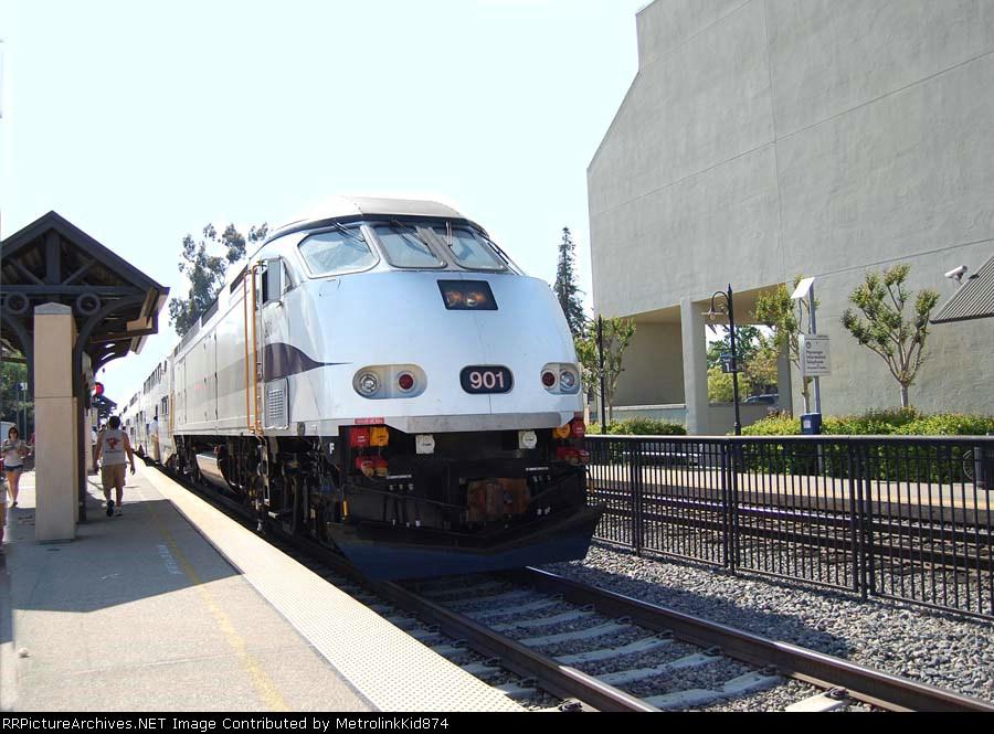 Metrolink 901 preparing to highball Claremont