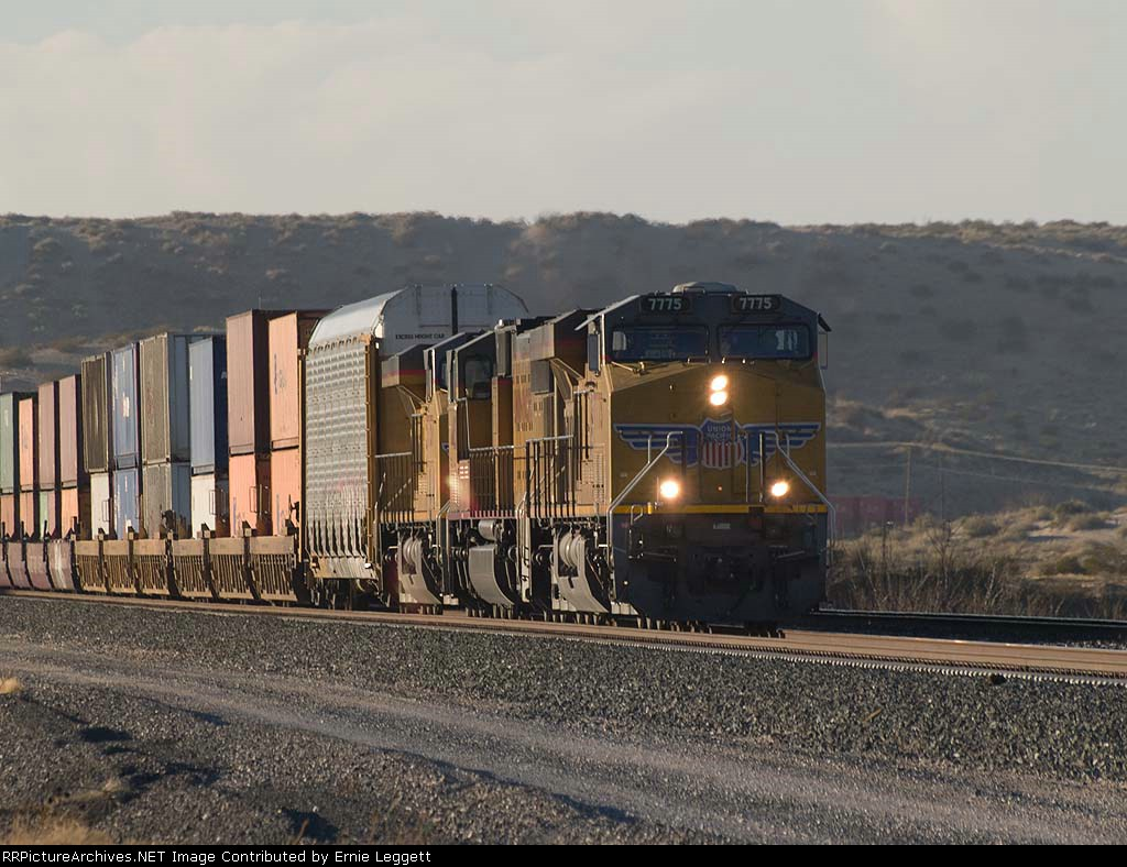 UP 7775 leads an EB doublestack (one autorack) ILADU-18 at 4:21pm