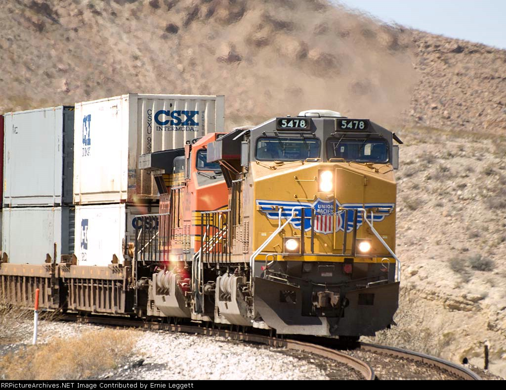 UP 5478 leads an EB ICIBP-17 doublestack at 1:56PM