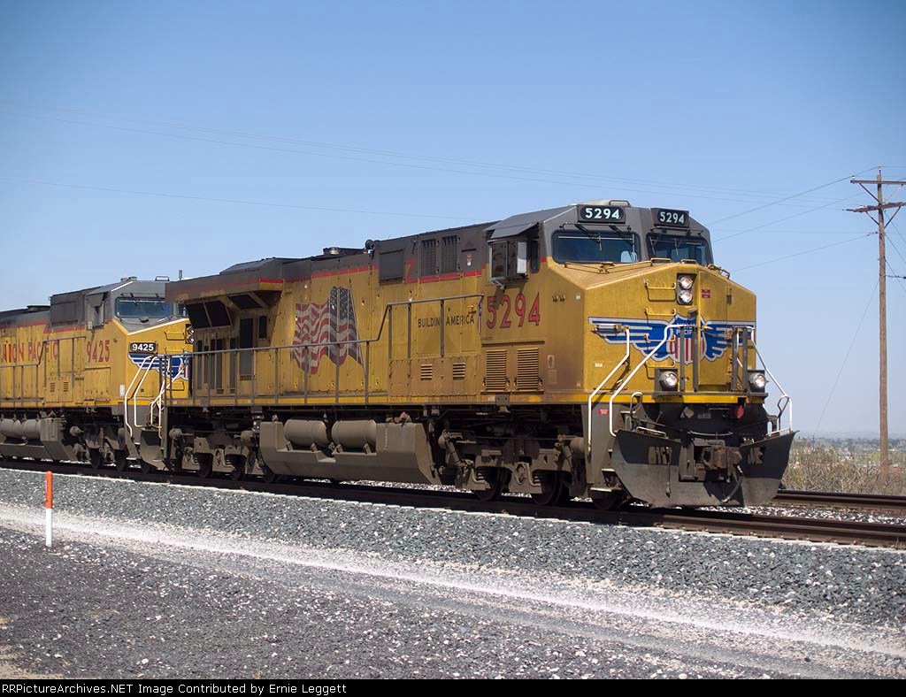 UP 5294 leads an EB IBIBP at 12:08pm