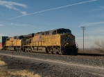 UP 5507 leads an EB doublestack IWBDI-18 at 3:33pm