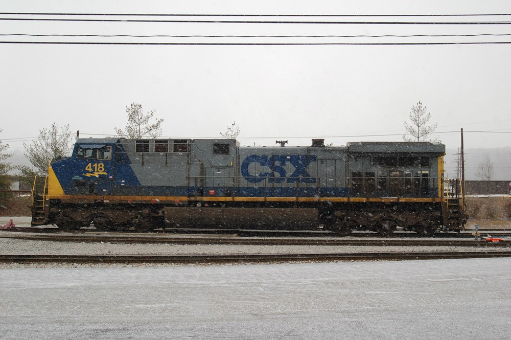 CSX 418 in the snow