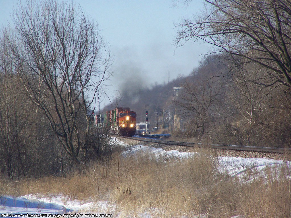 BNSF 4111 Approaches in the Distance