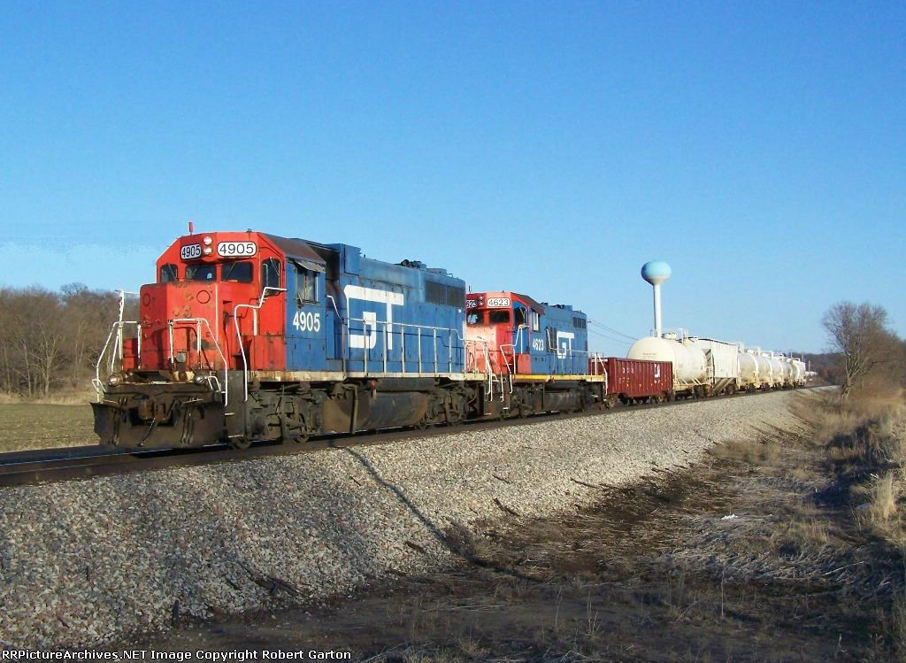 GTW 4905 Leads a Short CN Local to Dubuque, Iowa