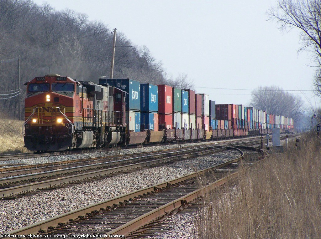 BNSF 4555 Rumbles Past the CN-BNSF Interchange Site