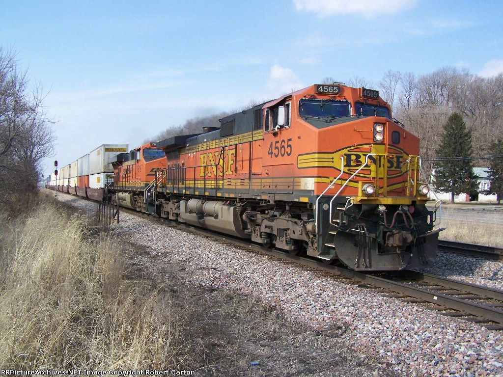 BNSF 4565 Leads the Only Eastbound Train I Saw in Three Hours of Action this Day