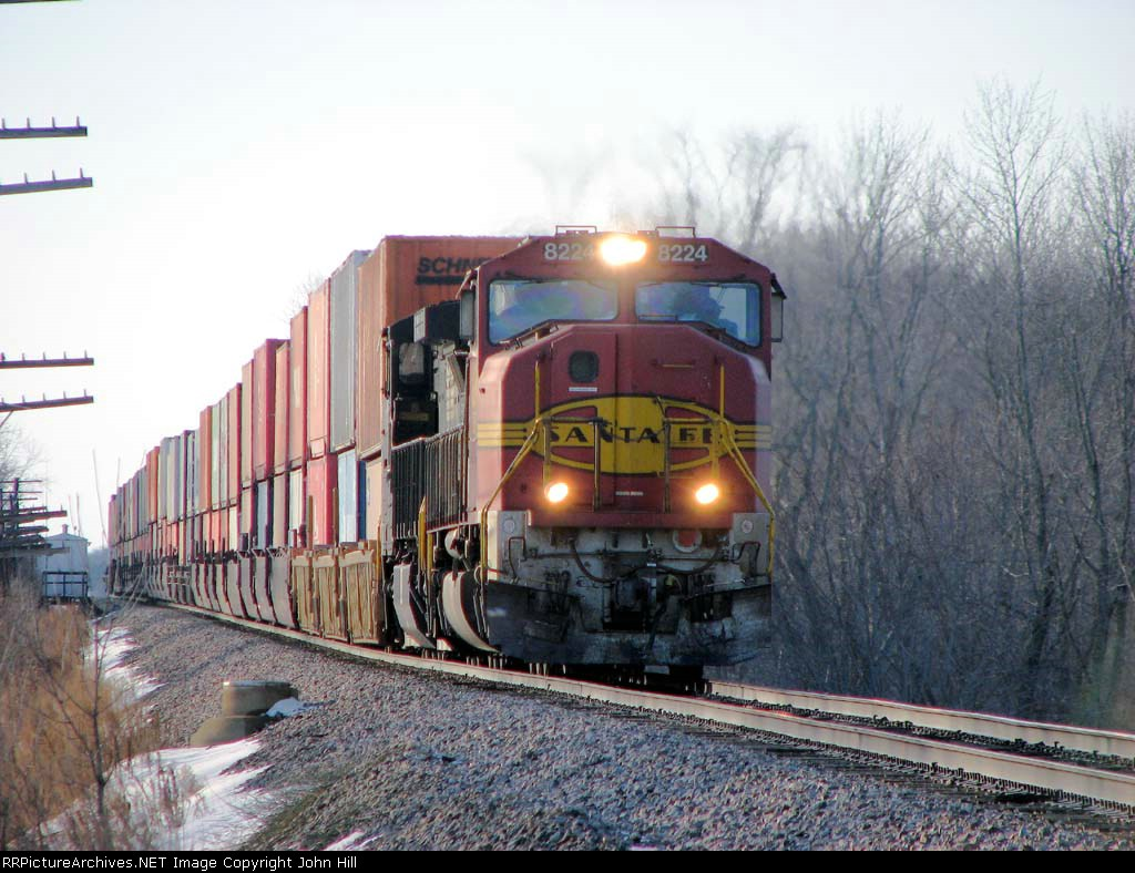 090131067 Eastbound BNSF intermodal