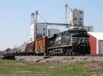 Single ES40DC hauls a nine car train through Browns, Il. I don't know if that's enough power.
