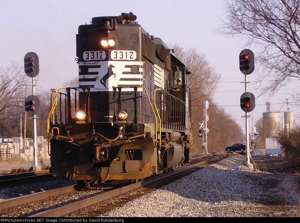 NS 3312 runs around