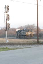 28t rolls into columbia about to pass the southbound r line signal