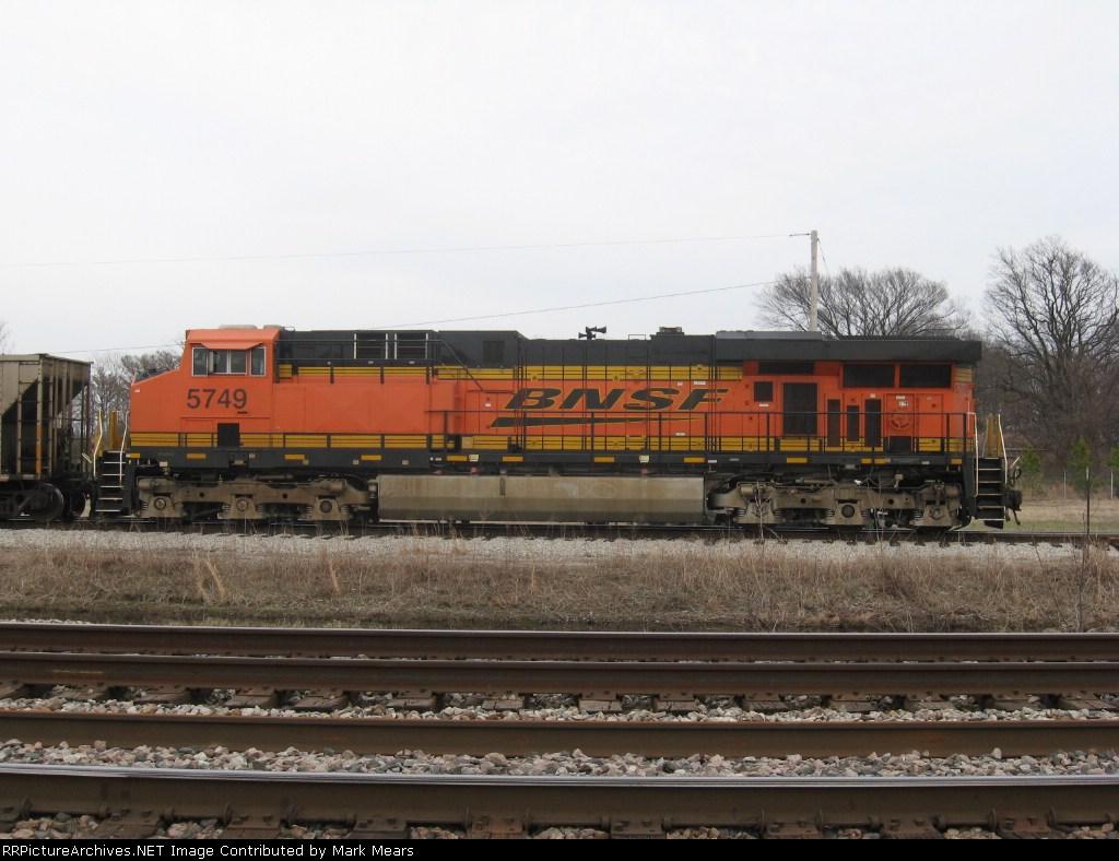 BNSF 5749