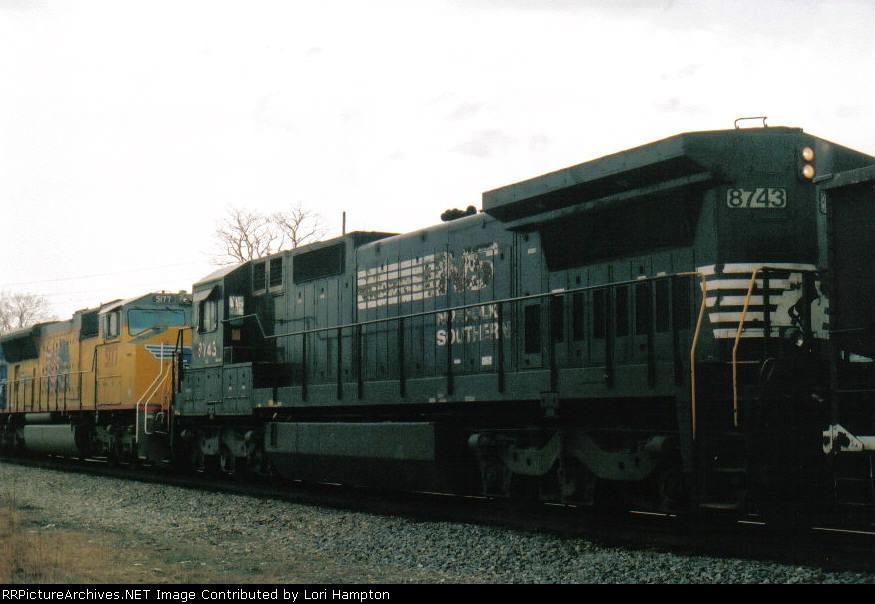 NS train ID 750 lead by NS 8328